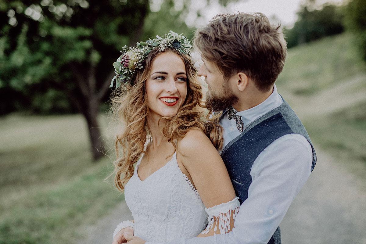 Au cours de votre séance de couple, vous pouvez vous immerger dans l'ambiance du mariage.